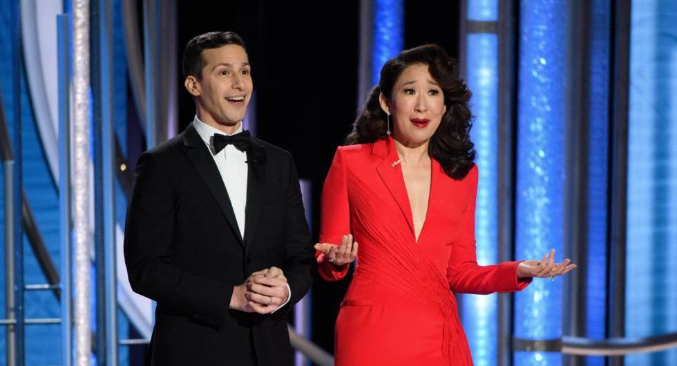Los presentadores de la gala Andy Samberg y Sandra Oh.