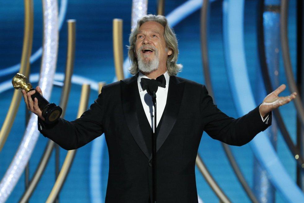 El actor Jeff Bridges recibió con gran entusiasmo el premio honorífico Cecil B. DeMille a toda su carrera.