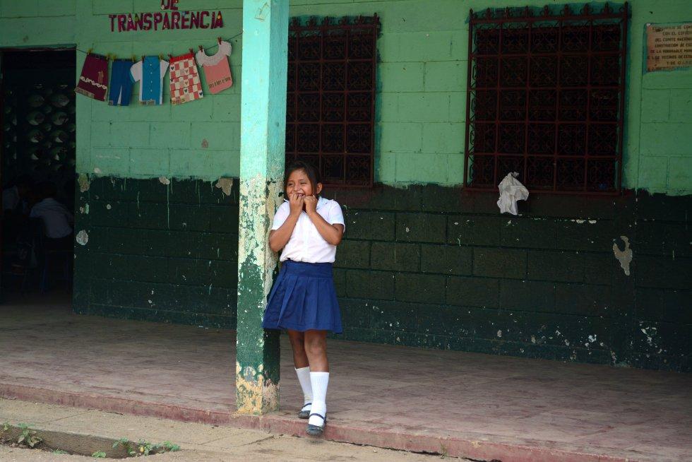 La aldea La Libertad está en Camotán (Chiquimula), una zona rural y pobre donde la mayoría de la población vive de la agricultura. La directora de su colegio cuenta que la mayoría de los niños, cuando terminan los estudios, van a trabajar con sus padres al campo, o viajan a las fincas cafeteras, que están en regiones cercanas, a recolectar los granos.rn