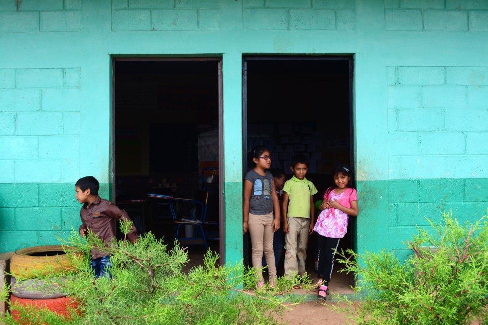 """Gabriel Carranza, padre de uno de los niños de la escuela de la Libertad asegura que su idea sería que sus hijos llegasen a la universidad, pero que eso es casi imposible. """"Económicamente no todos nos lo podemos permitir"""". rn"""