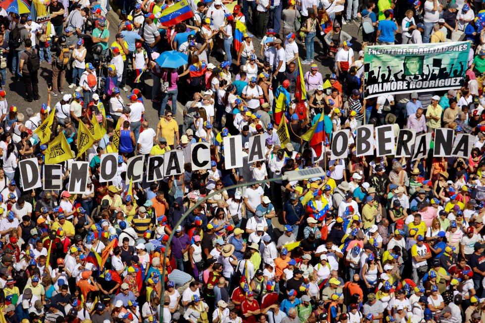 Miles de opositores venezolanos, en la manifestación este sábado en la capital del país sudamericano.