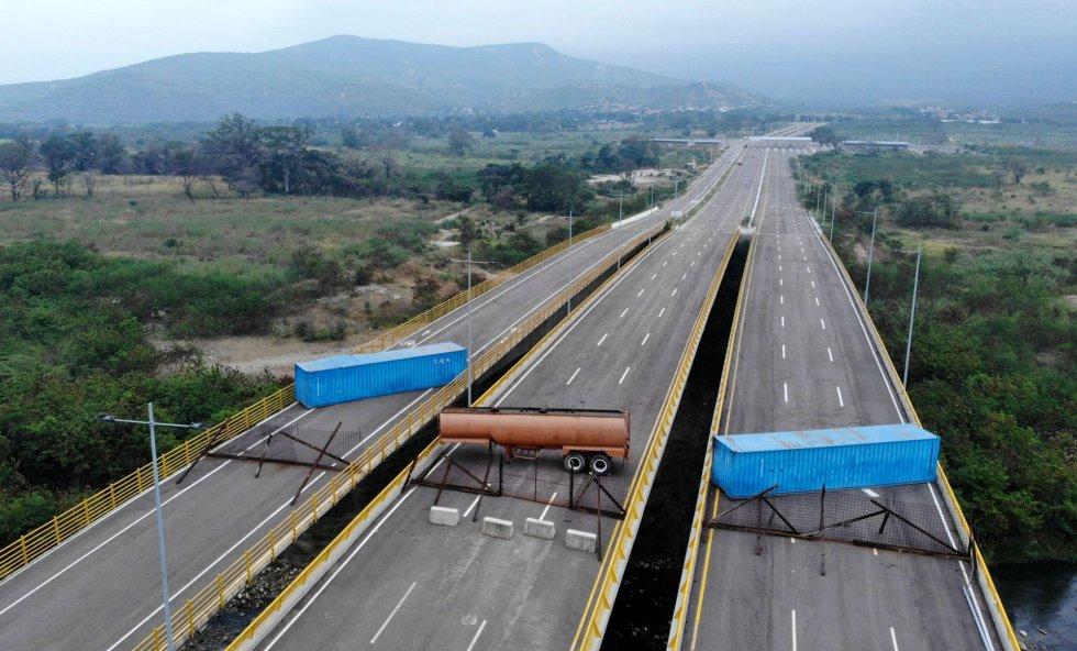Este puente fue ideado para acercar a Colombia y Venezuela. Con unos 240 metros de largo y 40 metros de ancho, la estructura, pensada principalmente para el paso de vehículos de carga, consta de dos amplios corredores, cada uno de tres carriles, más un paso peatonal y de bicicletas, además de una robusta infraestructura de control aduanero.
