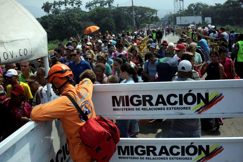 Desde que comenzó la crisis en Venezuela, Colombia ha recibido ya a casi un millón de venezolanos. La mayoría ha entrado vía terrestre por los pasos oficiales, pero unos 45.000 han usado los caminos irregulares que se esconden en los más de 2.000 kilómetros de frontera conjunta.