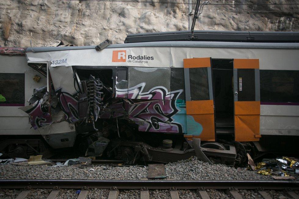 La Generalitat ha confirmado que la víctima mortal, de 26 años, es la maquinista de uno de los convoyes. En la imagen, aspecto de los dos vagones de Cercanías, el 9 de febrero de 2019.