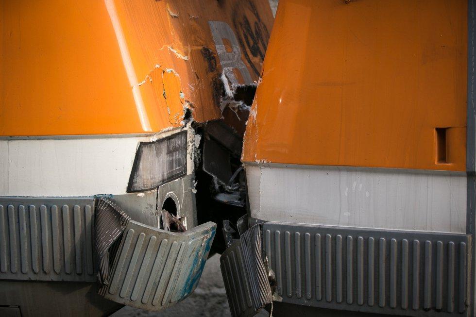 Seis personas han quedado heridas de gravedad y 15 más han sufrido heridas con carácter menos grave. Otras 37 personas han resultado heridas leves y 47 fueron atendidas in situ por los servicios de emergencia, aunque pudieron irse por su propio pie. En los dos trenes viajaban alrededor de 400 personas.