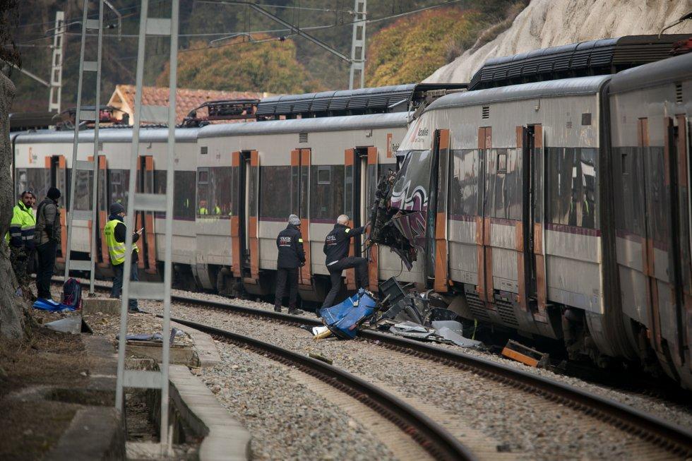 El accidente ocurrió en la misma línea en la que en noviembre se registró otro accidente mortal. En la imagen, los 'Mossos d'Esquada' trabajan en la zona del accidente, el 9 de febrero de 2019.