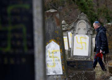 La profanación de un cementerio judío al este de Francia, en imágenes