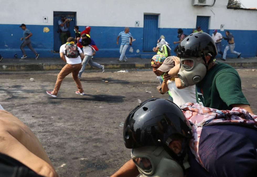 La represión policial en las localidades fronterizas ha sido constante. En San Antonio del Táchira, se han escuchado, incluso, disparos de armas de fuego.