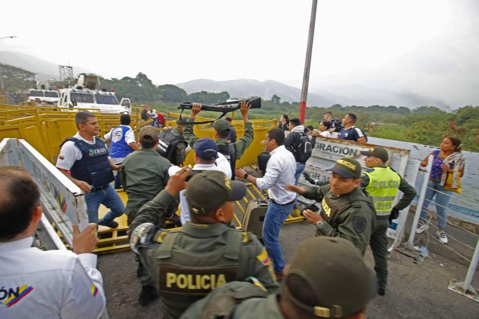 Cuatro integrantes de la Guardia Nacional Bolivariana desertaron durante la mañana de este sábado tras los enfrentamientos del Ejército con el pueblo venezolano.
