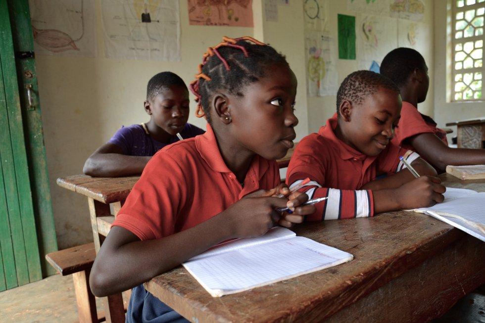 Los jóvenes ven la educación como una herramienta que les permite enfrentarse a la complejidad de los nuevos tiempos y reclamar su lugar en la sociedad en igualdad de condiciones con el resto de los ciudadanos de Camerún.