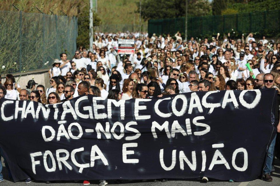 Cientos de enfermeras participan en la Marcha Blanca durante la huelga nacional apoyada por el Sindicato de Enfermeros y Enfermeras Portugueses (ASPE) con motivo del Día Internacional de la Mujer, este viernes en Lisboa (Portugal).