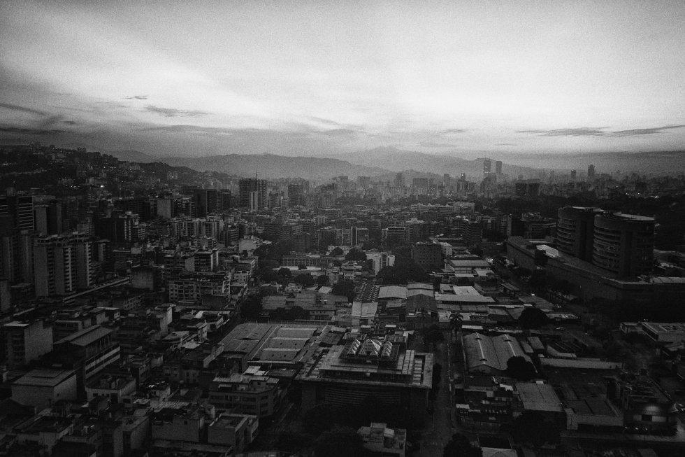 Una vista panorámica durante las primeras horas del apagón en Caracas.