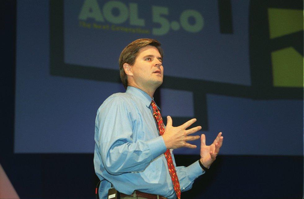 """Steve Case fue presidente ejecutivo de America Online. Cuando en los 90 internet era solo un grupo de webs que se veía crecer lentamente a diario, AOL era el rey. La caída de las """"puntocom"""" marcó su fin."""
