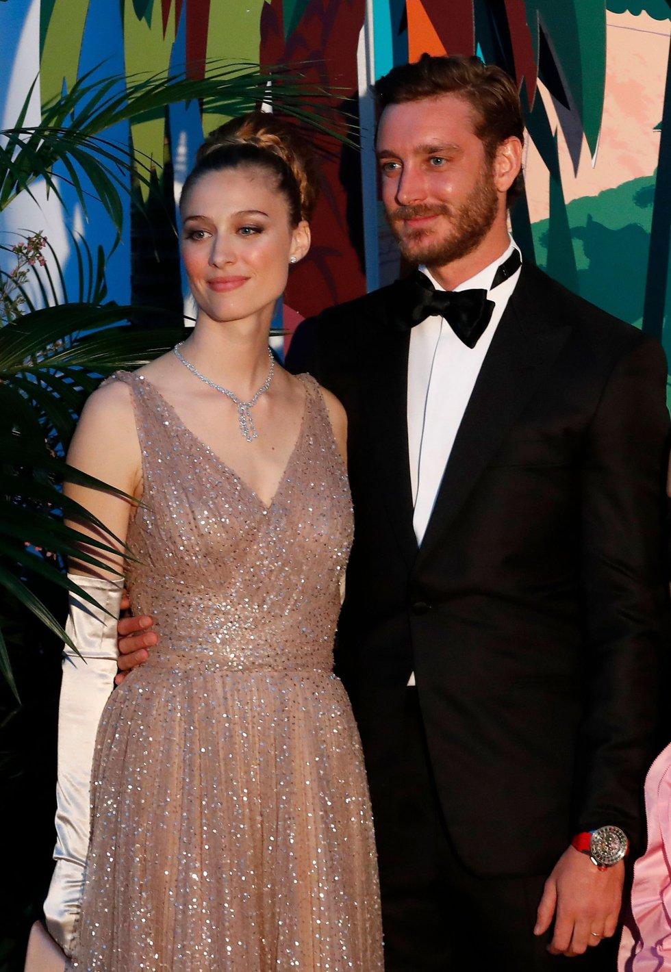 Pierre Casiraghi y su esposa Beatrice Boromeo, a su llegada al Baile de la Rosa, que organiza Carolina de Mónaco.