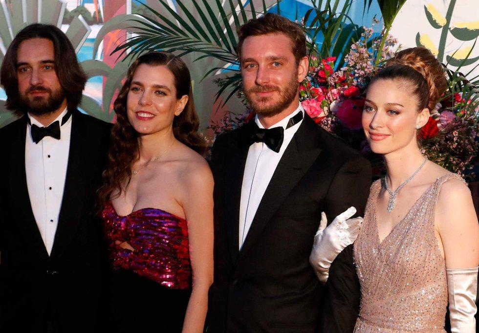 Dimitri Rassam y  Charlotte Casiraghi, con Pierre Casiraghi y Beatrice Boromeo.