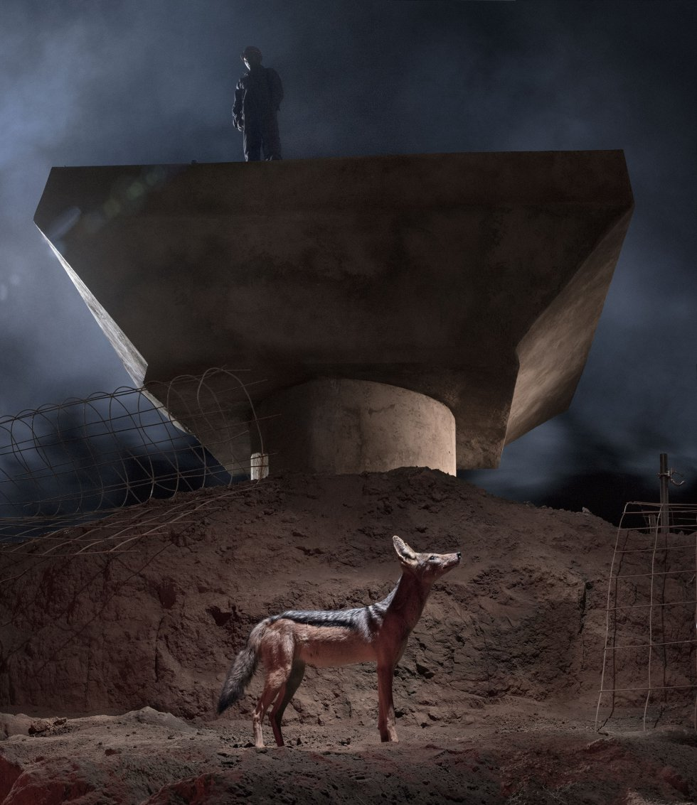O resultado final é essas imagens compostas alegóricas e perturbadoras que enfatizam a desconexão do homem com seu ambiente e como a natureza continua a ser arrasada em nome do progresso.
