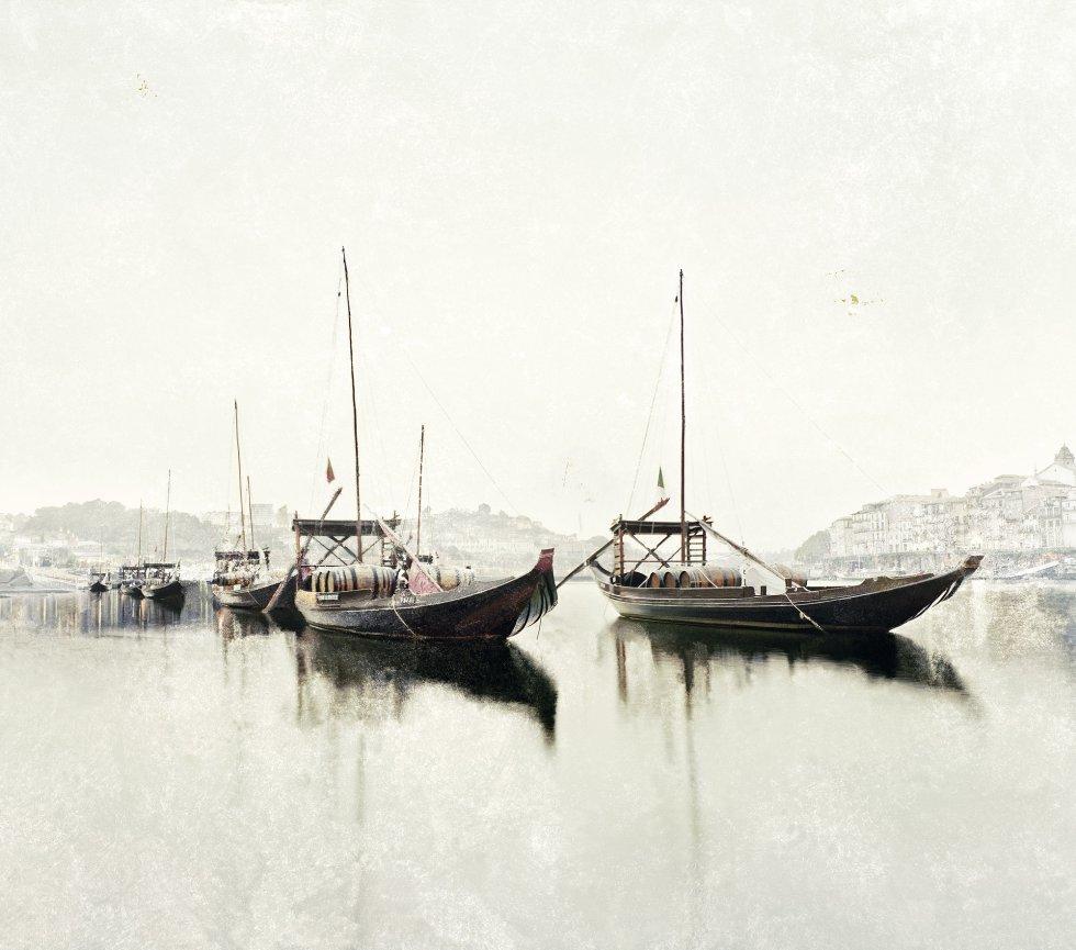 Barcos no nevoeiro, Porto, Portugal.