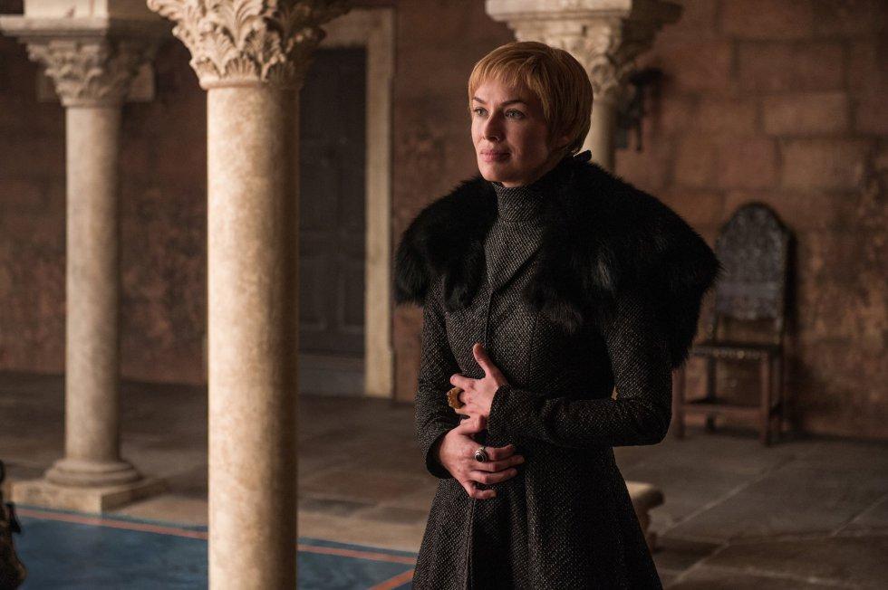 No último capítulo, Cersei insinuou primeiro e afirmou mais tarde que estava grávida e, portanto, há um futuro para os Lannister, apesar de seus três filhos anteriores terem morrido. Mas ela está realmente grávida ou é apenas um truque para tentar manter seus irmãos ao seu lado no momento em que ela está sozinha? Por outro lado, Daenerys está convencida de que ela não pode engravidar porque uma bruxa disse isso. Mas muitos sinais sugerem que esse não é o caso. O próprio Jon questionou no último capítulo se essa profecia era verdadeira. Está grávida depois de dormir com Jon?