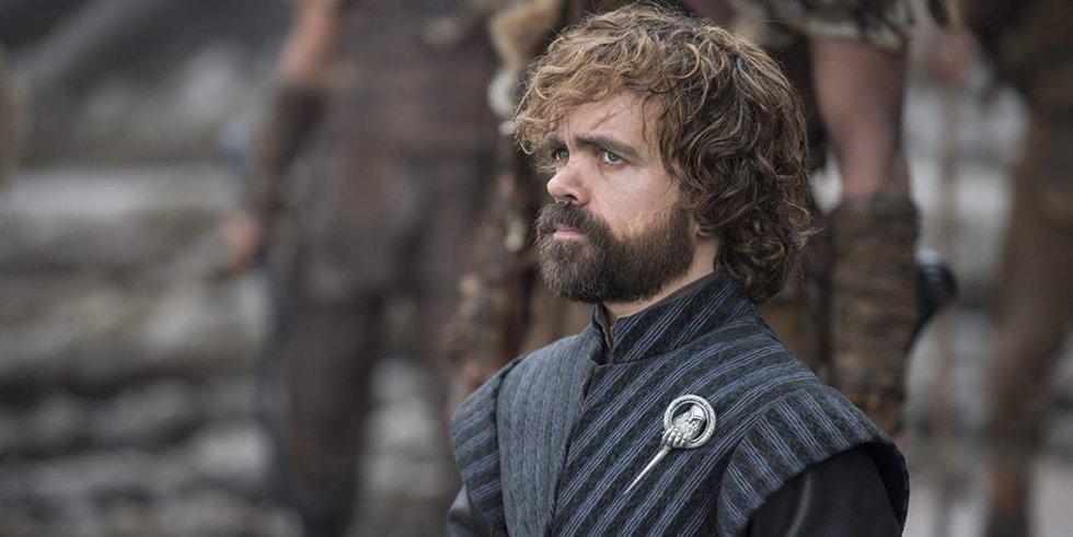 Nas últimas temporadas, Tyrion permaneceu em um discreto pano de fundo influenciando dos bastidores no destino dos Sete Reinos. Agora, como conselheiro de Daenerys, ele parece estar do lado de Targaryen e não se dá bem com Jon. Mas o último capítulo deixou muitas perguntas no ar. Os espectadores não viram o final de sua conversa com Cersei, onde sua irmã lhe disse que estava grávida. Seu olhar quando ele vê, secretamente, como Jon entra no quarto de Daenerys também é suspeito. De que lado Tyrion está mesmo? Khaleesi tem o inimigo ao seu lado?