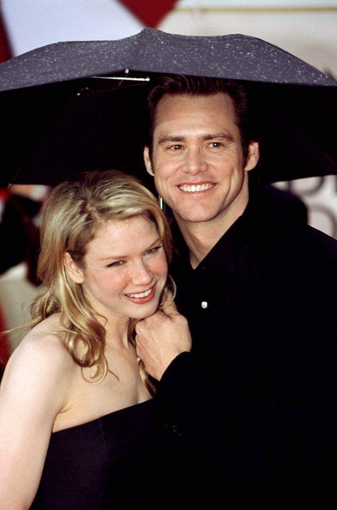 "Jim Carrey was one of the first known boyfriends of the actress, with whom he left between 1999 and 2000. He also went out with the musician Jack White and in 2005 he married the musician Kenny Chesney, although after five months of marriage the actress asked the divorce alleging ""fraud"". Then he had more than a friendship with Bradley Cooper and, for more than six years, has a relationship with Doyle Bramhall."