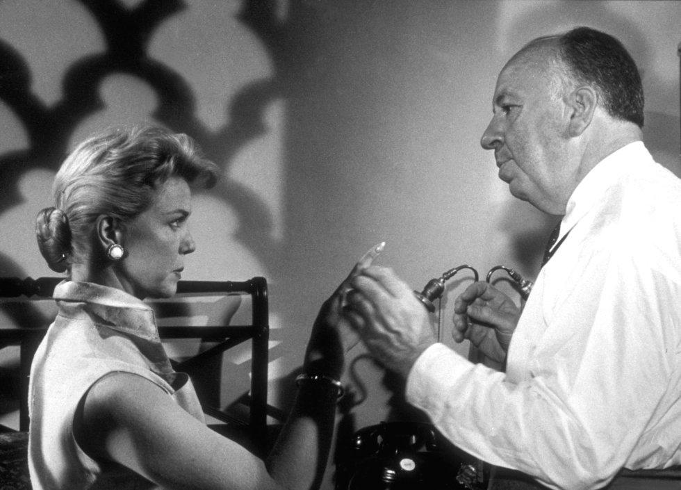 Doris Day, dirigida por Alfed Hitchcock, en el rodaje de la película 'El hombre que sabía demasiado'.