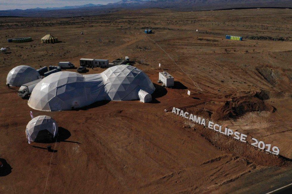 Vista aérea de un campamento astronómico instalado en Vallenar, en el desierto de Atacama, a unos 600 km al norte de Santiago de Chile.