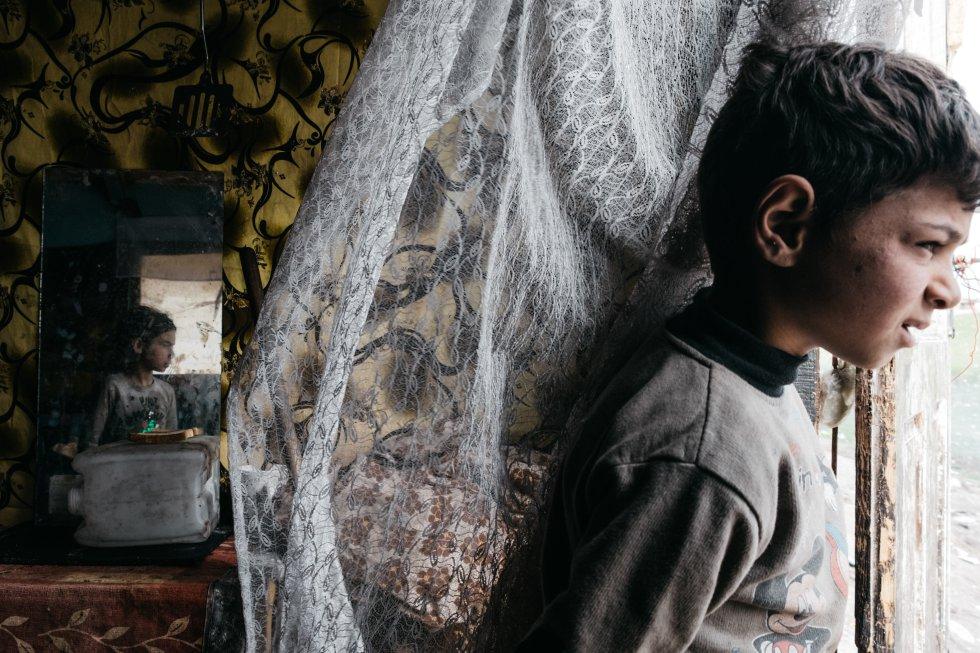 A 36 de las 76 familias desalojadas no se les ofreció ningún alojamiento alternativo y se las dejó literalmente en la calle. A las 40 restantes se les dio una habitación por familia, y cada una de ellas tiene que compartir un baño común con otras tres, según Amnistía Internacional.