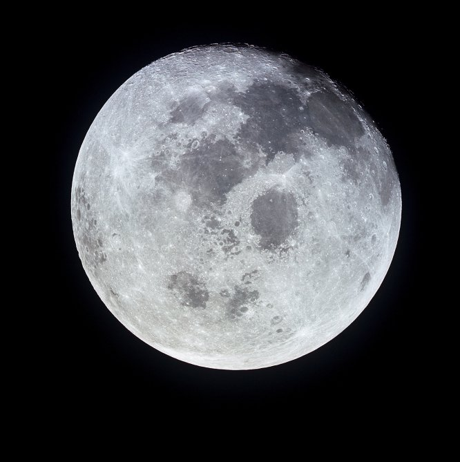Imagen de la Luna tomada desde el 'Apolo 11' durante su viaje a una distancia de 10.000 millas náuticas.