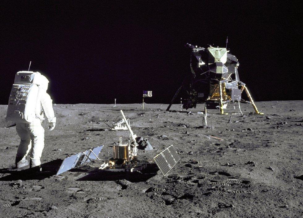 El astronauta 'Buzz' Aldrin camina sobre la superficie lunar durante la misión del 'Apolo 11', el 29 de julio de 1969.