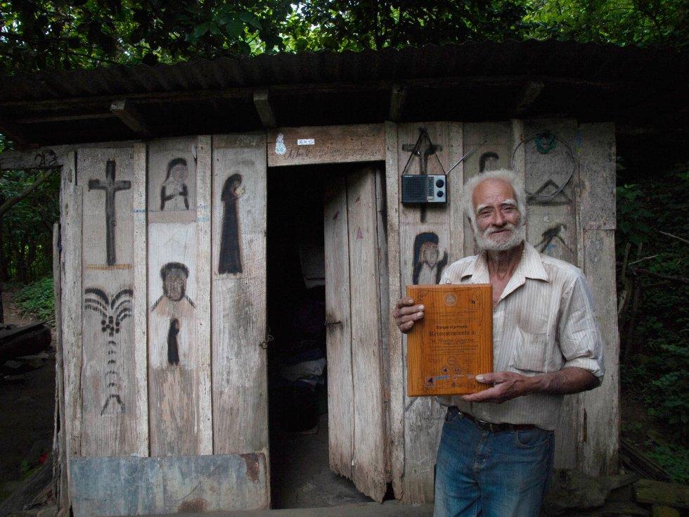 Don Alberto Gutiérrez, popular escultor en la comunidad de La Garnacha, Estelí.