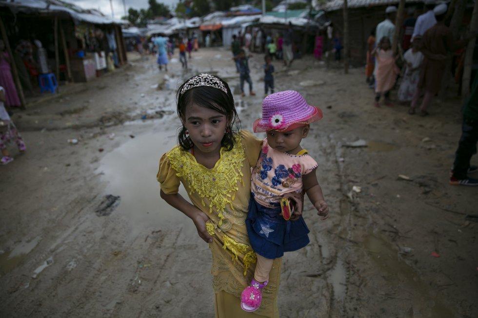 Esta semana, más de medio millón de refugiados rohingyas en Bangladesh han recibido documentos de identidad, en la mayoría de los casos por primera vez, gracias a un programa de registro que aspira a garantizar también el cumplimiento de los derechos más básicos para este colectivo.