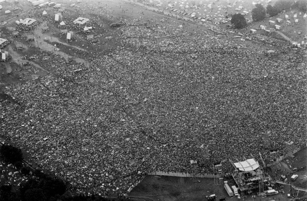 Woodstock fue el primer macrofestival de nuestra memoria, un símbolo de la contracultura y un legado para quienes aman la música por encima de todas las cosas. 450.000 jóvenes norteamericanos acudieron a tres días consecutivos de rock en una granja de 240 hectáreas en una localidad del Estado de Nueva York.