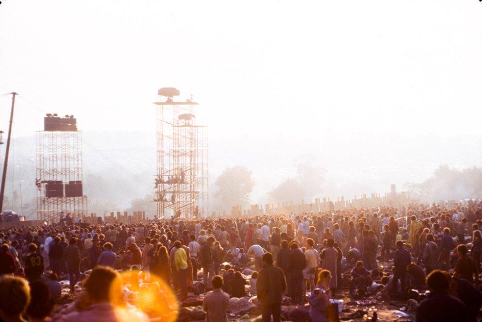 La lluvia, las drogas y el caos alimentaron una incertidumbre que salió más cara de lo previsto, pero que sigue siendo inmortal. En todo momento, los organizadores hablaban de 50.000 entradas vendidas, cuando calculaban que aquella cifra se multiplicaría al hacerse evidente que aquella iba a ser la gran reunión rock del verano de 1969.