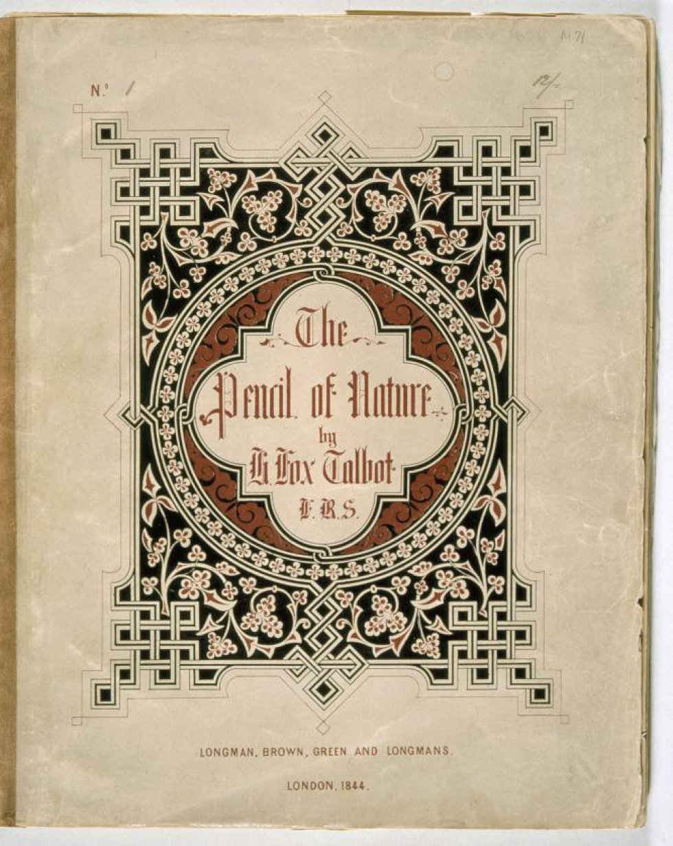 'The Pencil of Nature' ('El lápiz de la naturaleza') publicado por Fox Talbot, fue el primer libro ilustrado con fotografías.