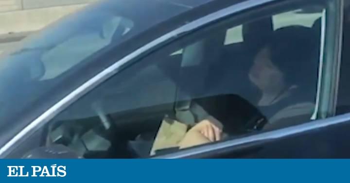 Video Graban Al Conductor De Un Coche Autonomo Dormido En Plena