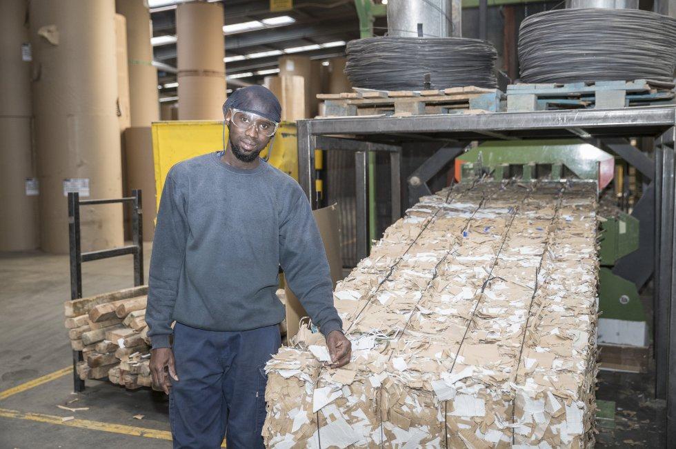 Hagie Waggeh trabaja en Cartonajes Izquierdo, otra de las empresas sorianas que tiene dificultad para conseguir mano de obra. Algunos puestos, como el de informático o encargado de almacén, son imposibles de cubrir, según la responsable de Recursos Humanos.