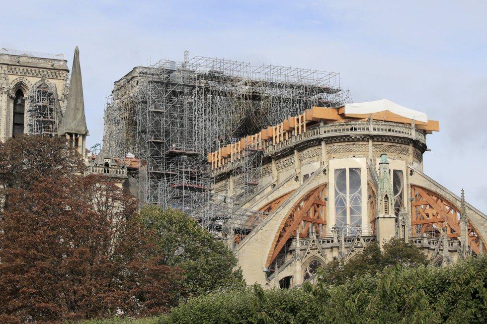 La reconstrucción propiamente dicha empezará en 2021, una vez los arquitectos cuenten con un diagnóstico completo. En la imagen, la catedral de Notre Dame, este martes.