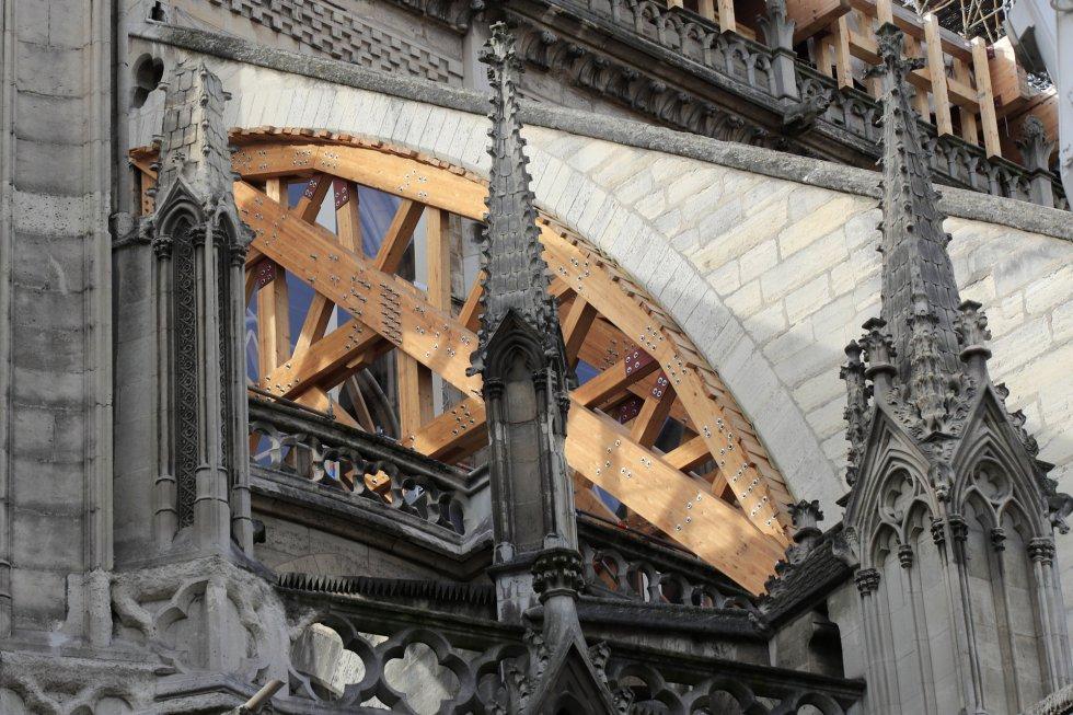 Principalmente hay que reconstruir el techo de madera del monumento histórico, el segundo más visitado de Europa, y su emblemática aguja de casi un centenar de metros de altura.