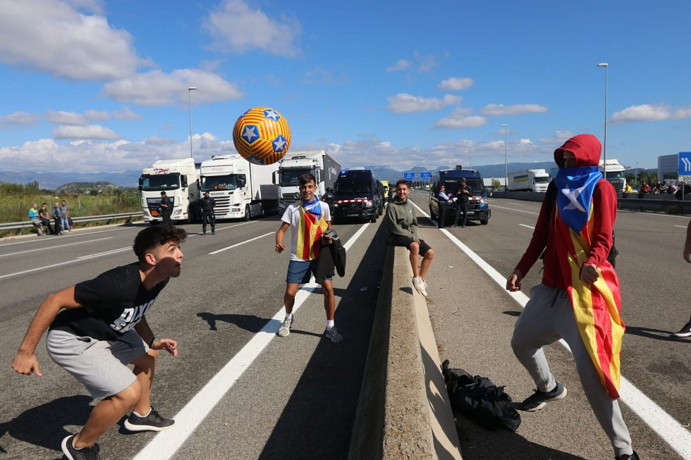 Los independentistas catalanes retoman las manifestaciones, en imágenes 1571152266_965287_1571152521_album_normal