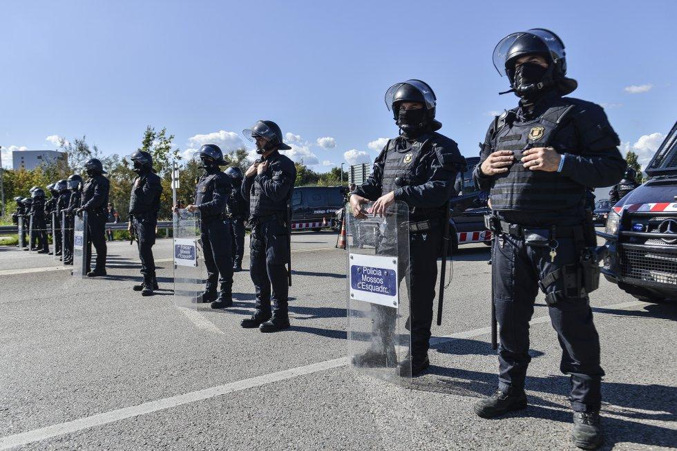 Los independentistas catalanes retoman las manifestaciones, en imágenes 1571152266_965287_1571152522_album_normal