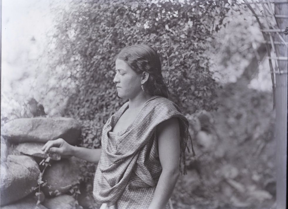 """Fotografia de uma mulher. A Dra. Martha Cuevas, representante do INAH na aliança, disse terça-feira em uma entrevista em El Palenque que """"é o primeiro registro profissional de muitos sítios arqueológicos. É a matéria-prima com a qual trabalhamos""""."""
