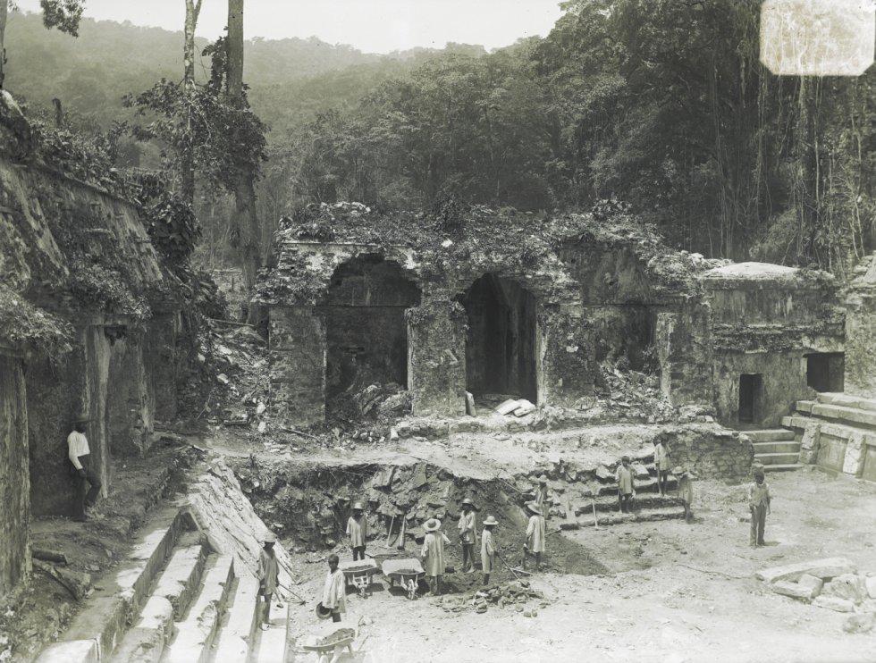 Outra vista de Palenque. Abandonada séculos antes da chegada dos espanhóis ao México, foi redescoberta no final do século XVIII, durante a colônia. Anos de pilhagem e saques se seguiram.