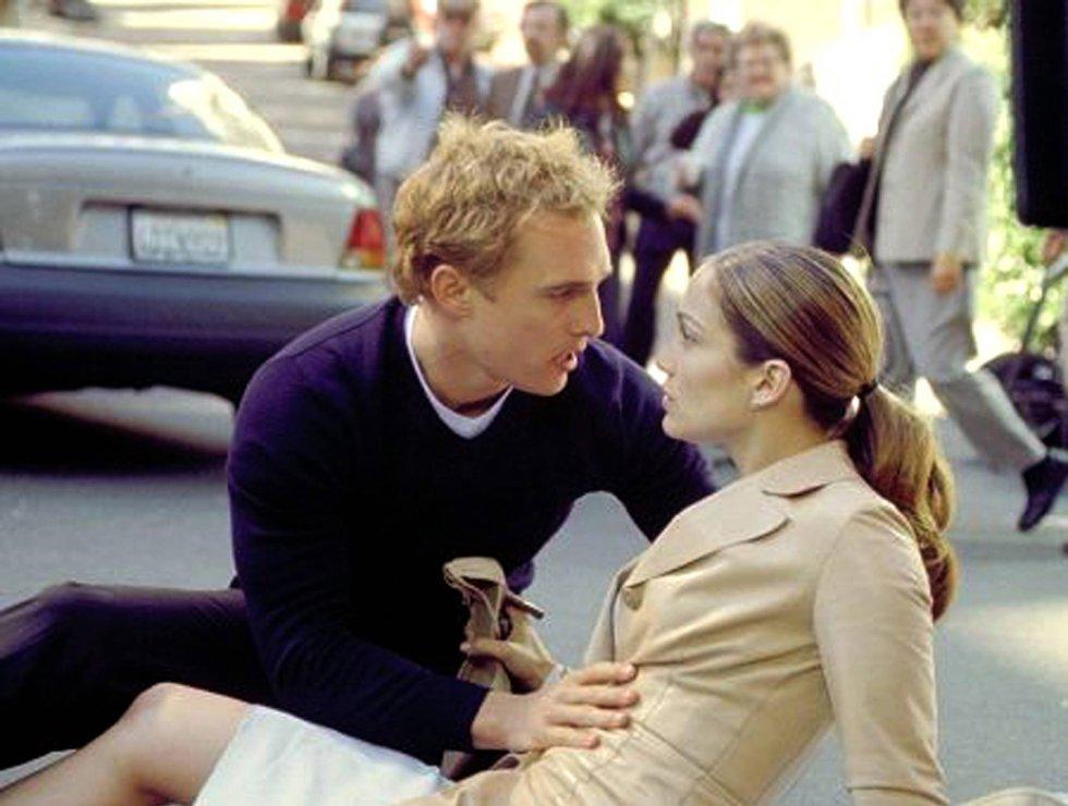 Participa en otros proyectos cinematográficos, pero a partir de 2001 comienza a hacerse un hueco en las comedias románticas. Ese año estrenó 'Planes de boda', que protagonizó con Jennifer Lopez.