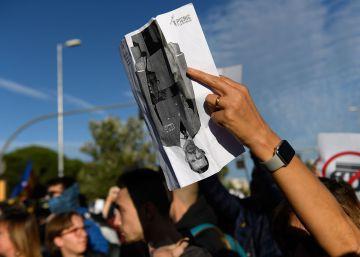 Protestors in Catalonia demonstrate outside event involving Spanish king