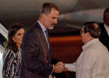 Spanish royals make first official visit to Cuba