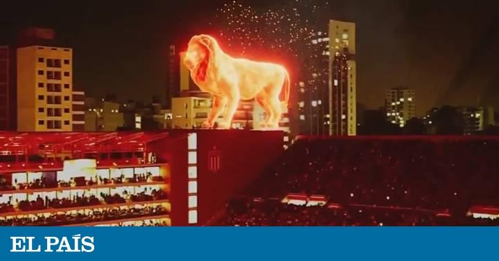 Un león en llamas irrumpe en la inauguración del estadio del Estudiantes de La Plata