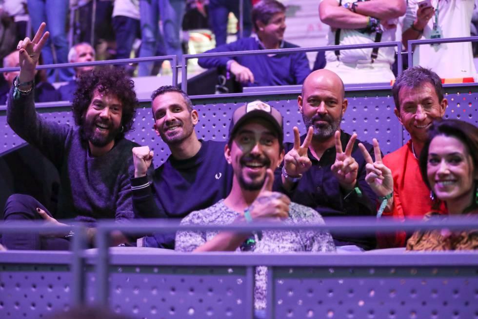 El presentador de 'El Hormiguero', Pablo Motos (arriba a la derecha), acompañado de algunos de los colaboradores del programa.