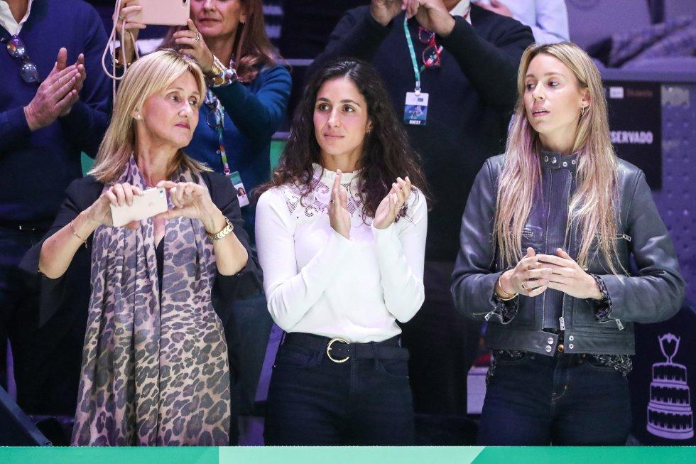 Los familiares de Rafael Nadal celebran una de sus jugadas. Desde la izquierda, Ana María Parera, madre; Xisca Perelló, esposa, y María Isabel Nadal, hermana.
