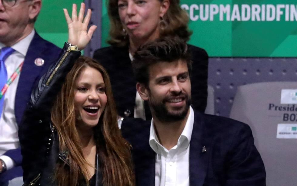 La cantante colombiana, Shakira, que actuó en la jornada de clausura, y su pareja, Gerard Piqué.
