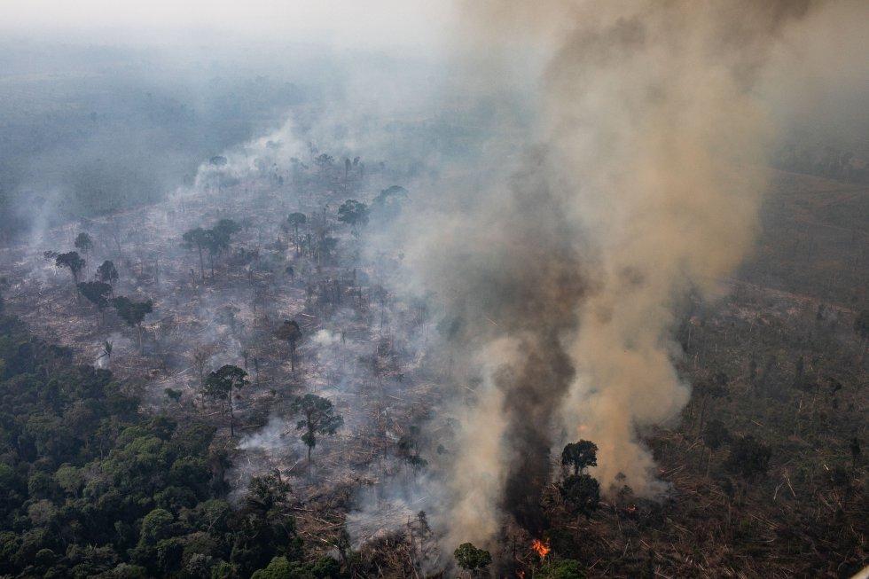 Vista aérea de um incêndio em 25 de agosto deste ano em Porto Velho, Rondônia, Brasil. Segundo o Instituto Nacional de Pesquisas Espaciais (INPE), o número de incêndios detectados por satélite no Brasil é o mais alto desde 2010.